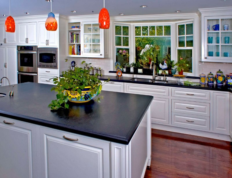 20 Charming Kitchen Spaces with Bay Windows | Home Design Lover