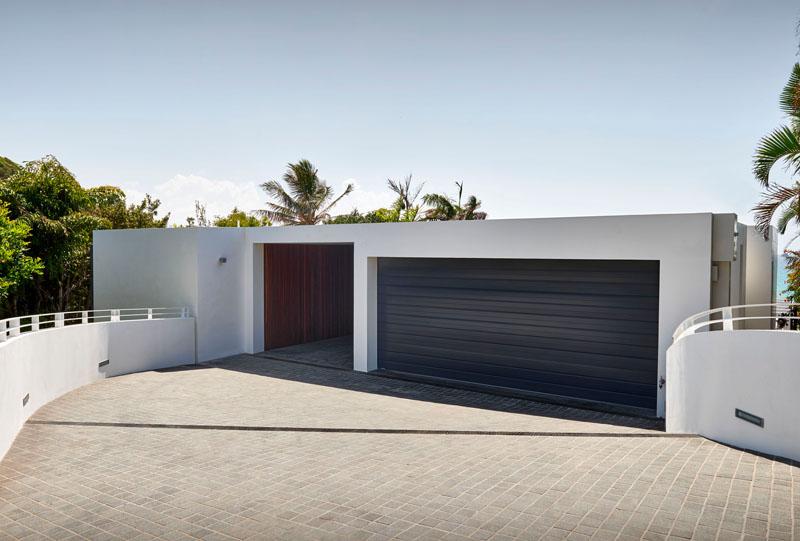 Wategos Residence garage