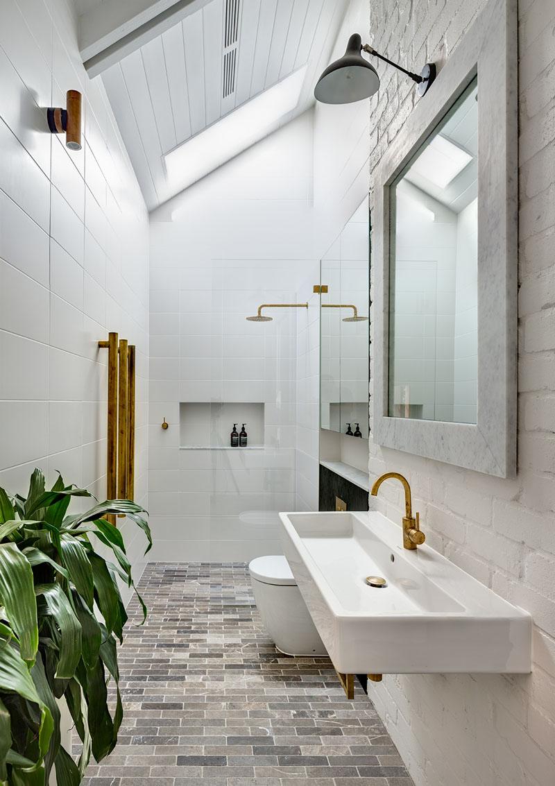 Barn House bathroom
