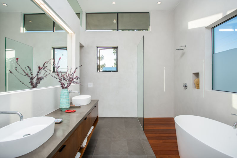 Palms Residence ensuite bathroom