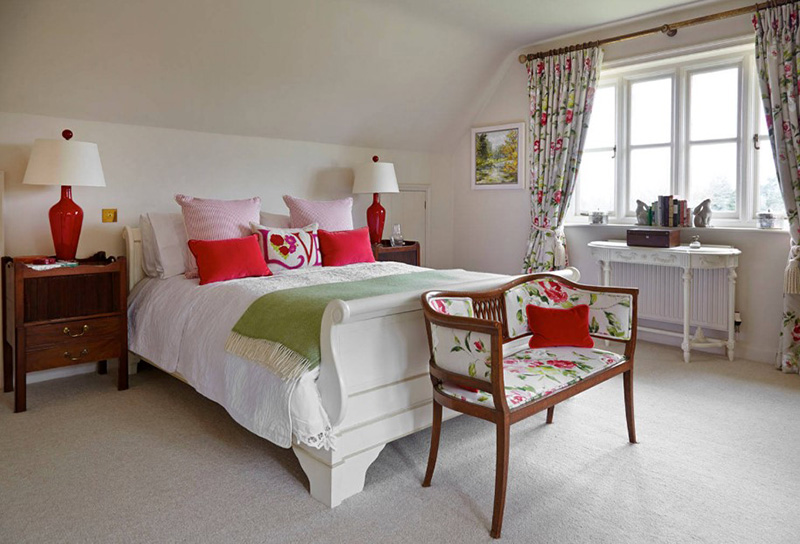 20 Red And Green Bedroom Accents For A Festive Feel Home Design Lover