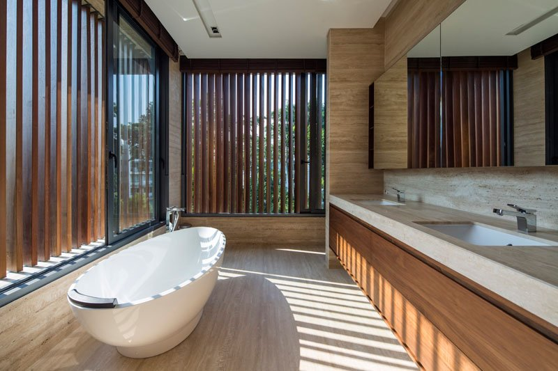 Secret Garden House bathroom