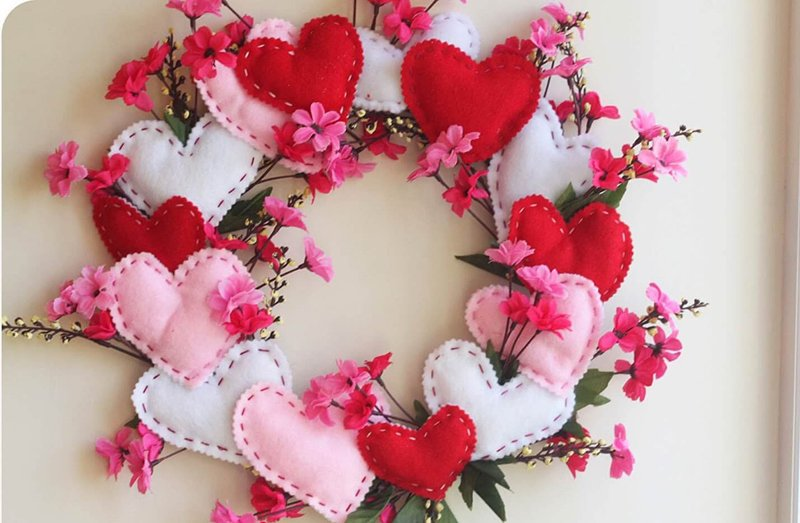 20 DIY Valentine\'s Day Wreaths That Will Make You Say XOXO | Home ...
