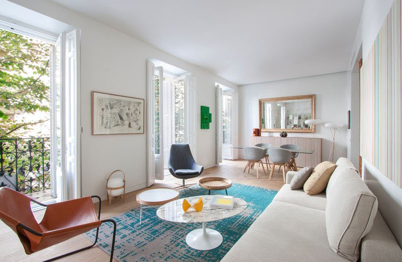 Bright and airy modern apartment in madrid spain home - Salon comedor rectangular 16 metros ...
