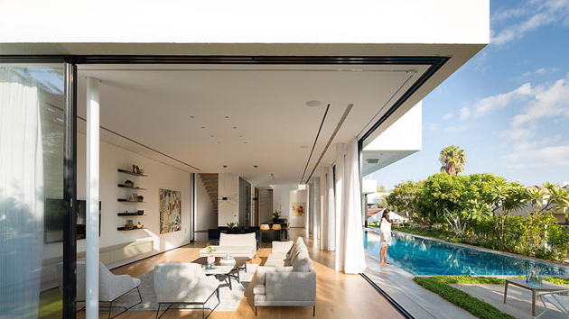 House 2 Rishon Lezion Features Two Boxes That Sits On A Trapezoidal Lot Home Design Lover