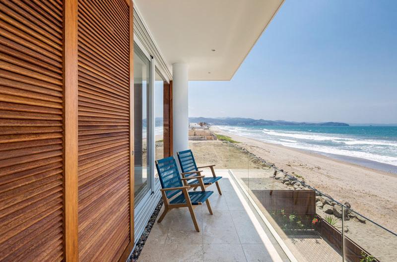 Casa Puerto Cayo deck