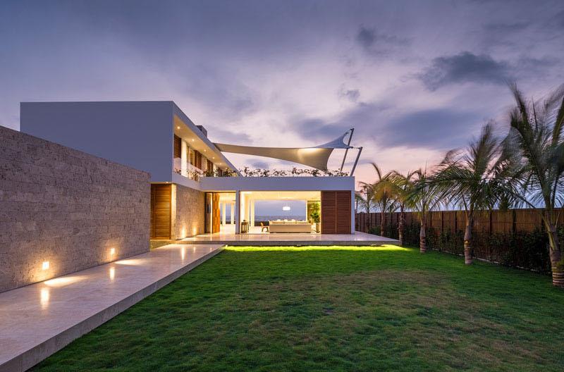 Casa Puerto Cayo lawn