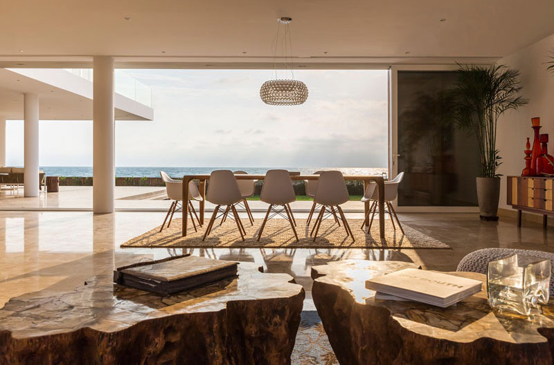 Casa Puerto Cayo dining and living area