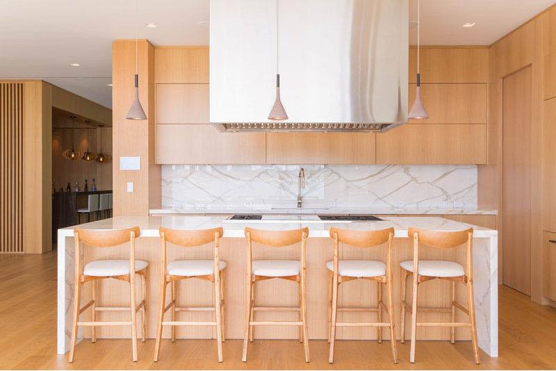 Hibiscus wood and white kitchen