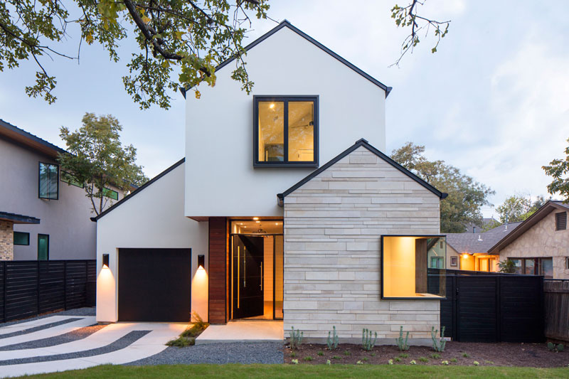 Palma Plaza Spec in Texas: A Modern Home with Peaked Roof