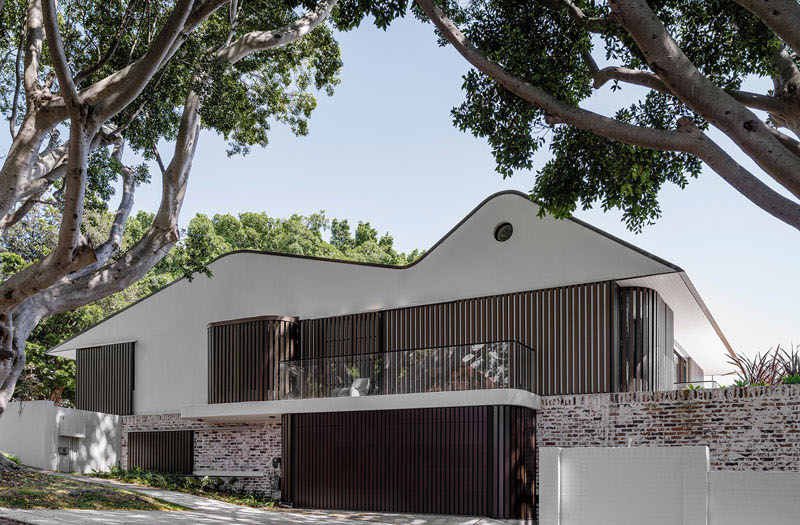 The new twin peaks a 1970s home update with two roof for Home design el salvador