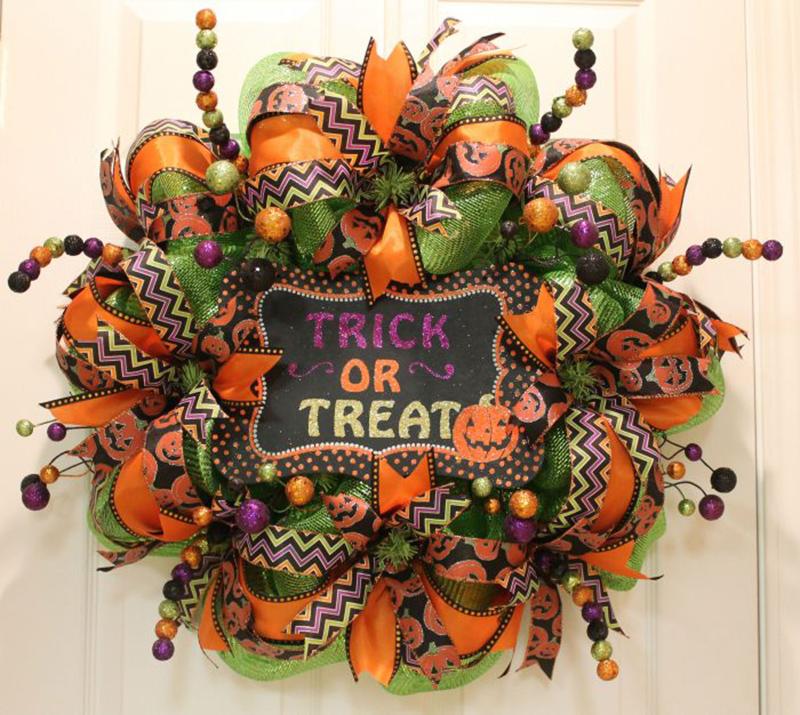 DIY Halloween Mesh Wreath