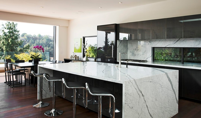 Los Angeles Hills Modern Kitchen