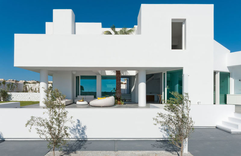 House In Messaria: A Stunning White Modern Home in Greece