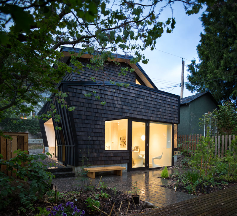 Point Grey Laneway House Features the Contrast of Black and White
