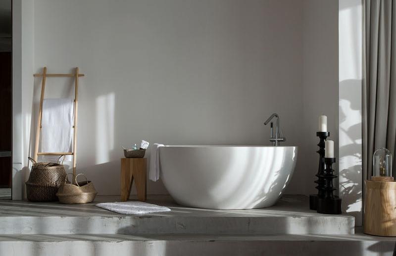 Raised Platform Interior tub