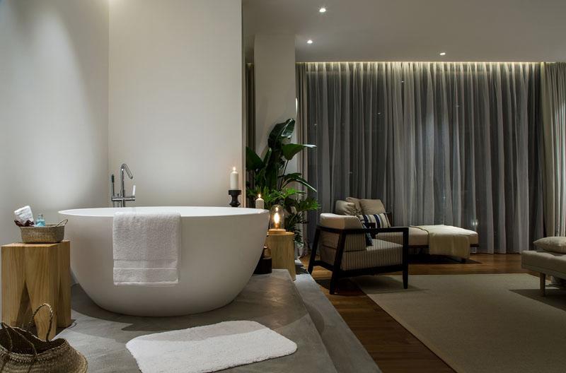 Raised Platform Interior bathtub