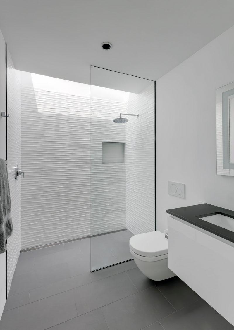 Autohaus bathroom