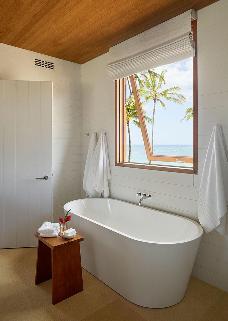 Hale Nukumoi bath tub