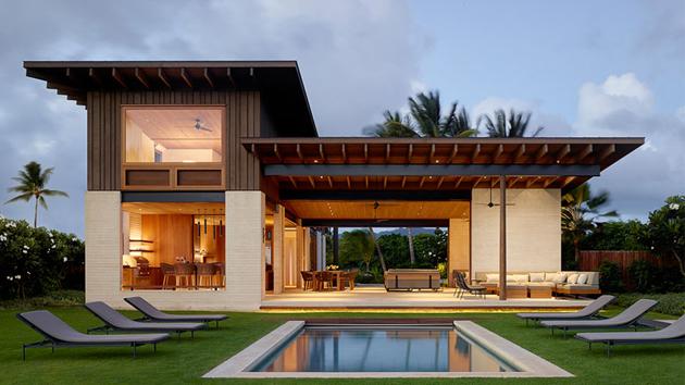 Hale Nukumoi: An Stunning Hawaiian Home for Every Beach Lover