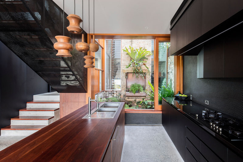 Screen House Balmain: Black Modern Interior of a Home Extension in Australia