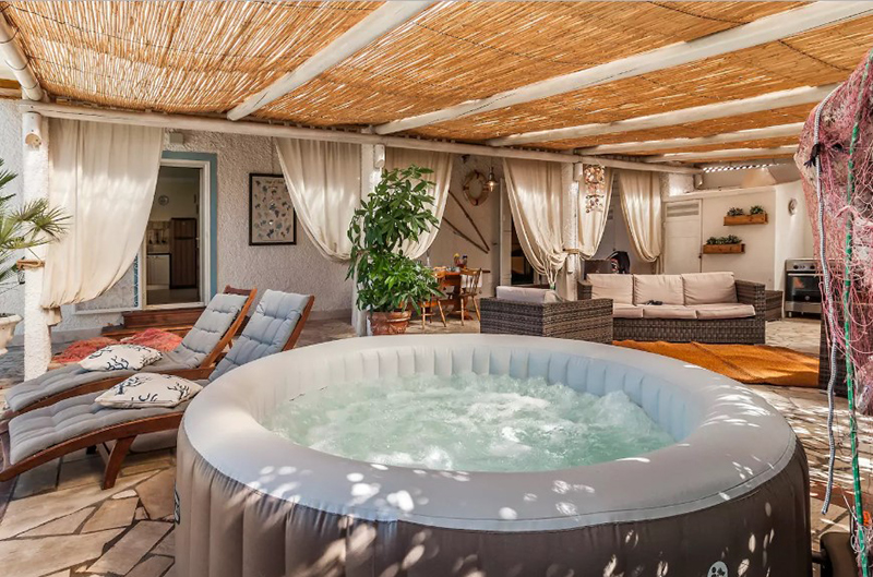 Villa with Indoor Jacuzzi Garden and Swimming Pool